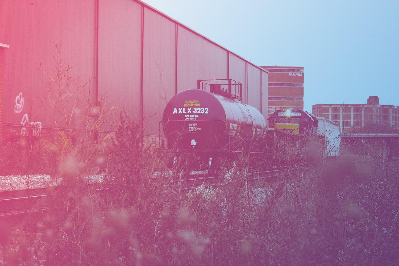 RFID-Tags an Gefahrgutbehältern, Zug mit Containern