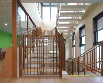 30 階 段