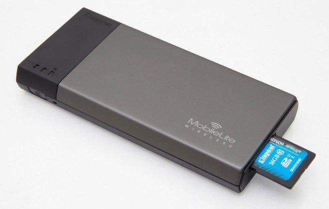Batería y lector de tarjetas SD y llaves USB