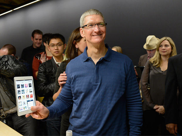 tim_cook_ipad