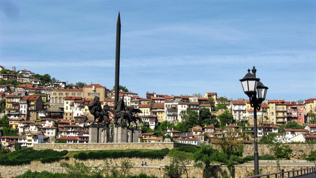 Veliko Tarnovo, Bulgaria, Asenevtsi monument, the Horsemen, the old city