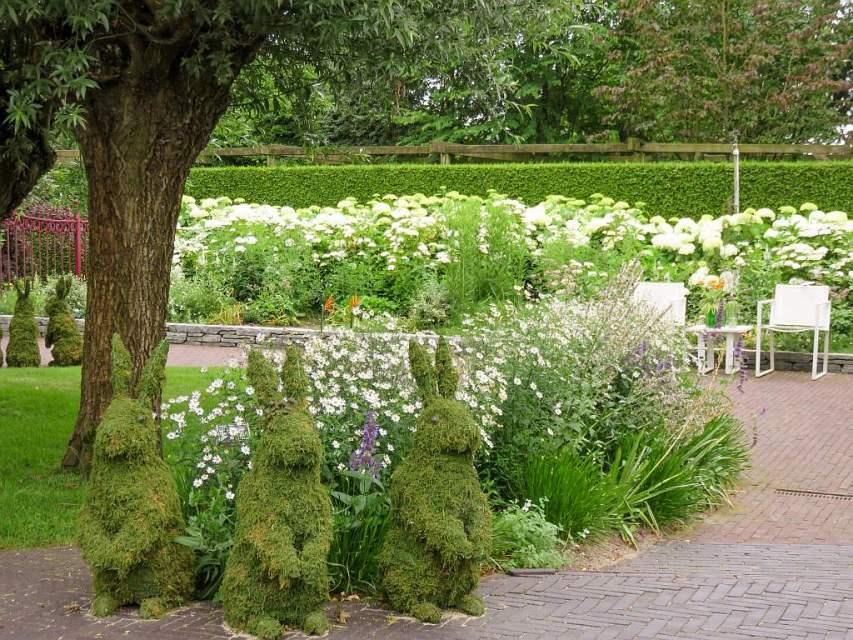 Funny Rabbit Figures Gardens of Appeltern