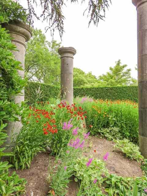 Gardens of Appeltern Collumns garden
