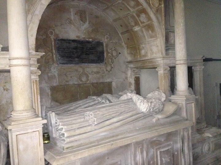 800px-Tomb_of_Bishop_Anthony_Rudd,_St_Cathen's_Church,_Llangathen,_Carmarthenshire,_Wales_01