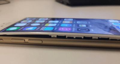 iPhoneバッテリー膨張の様子