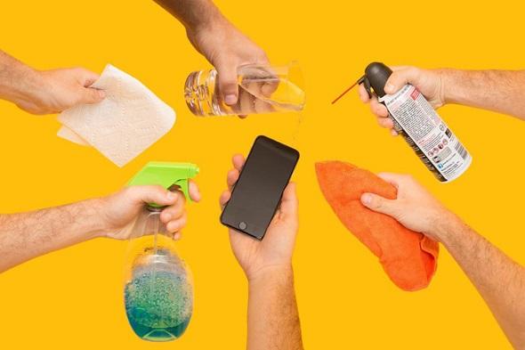 الطريقة الصحيحة لتنظيف الآي-فون والآي-باد