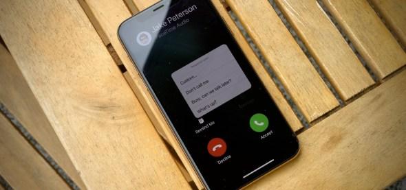 كيفية تغيير الاستجابات النصية الافتراضية للآي-فون عند المكالمات الواردة