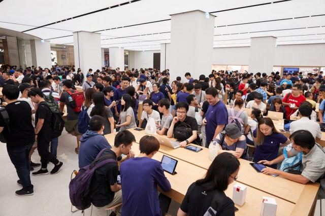 Apple Store Taipei 101 abarrotada de gente