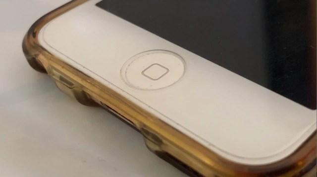 無水エタノールでiPhoneのボタンを掃除する02