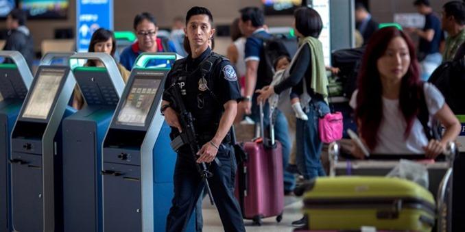 米入国審査でスマホが捜査される!? 月5000人も。
