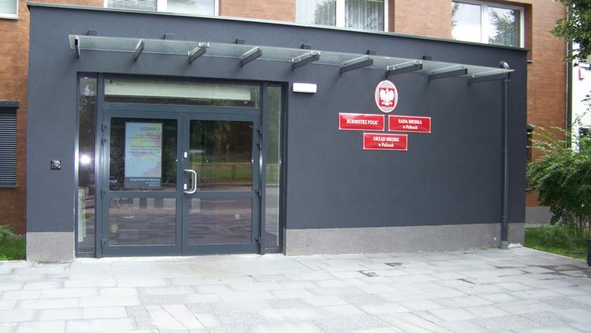 wejście do urzędu miejskiego w Policach