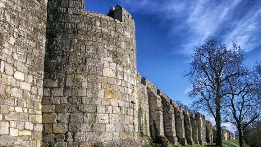 mury strzegą miasta