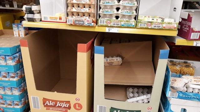 puste kartony w sklepie