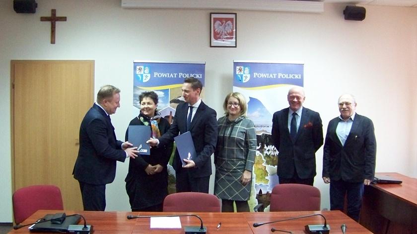 przekazanie umowy na dofinansowanie modernizacji drogi Police - Szczecin