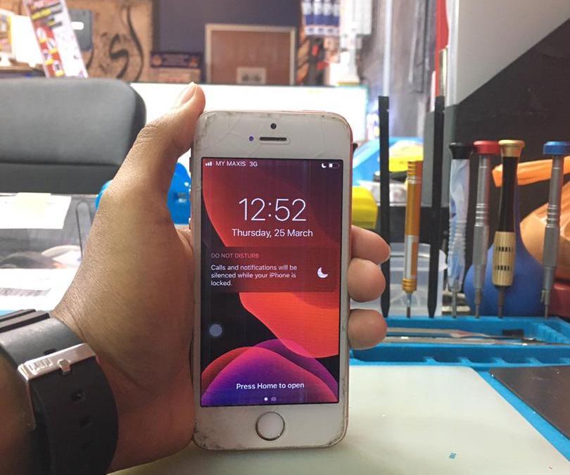 Tukar Skrin iPhone SE Di Ampang Kuala Lumpur