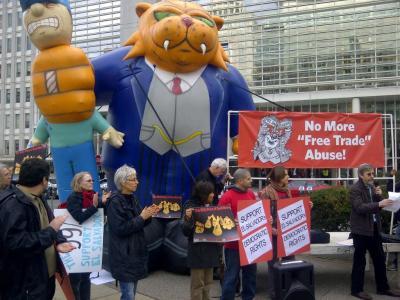 A World Bank tribunal might let the Fat Cats trump El Salvador's democracy. Photo by Ron Carver.
