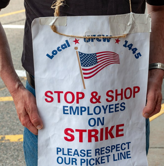 Stop & Shop Workers End 11-Day Strike With a Tentative Agreement