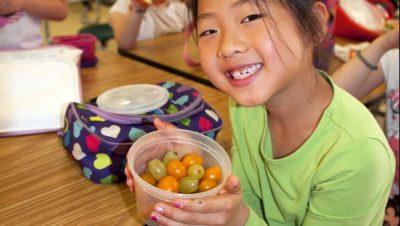children-eating-snacks