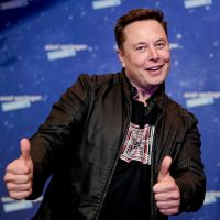billionaire elon musk giving two thumbs up