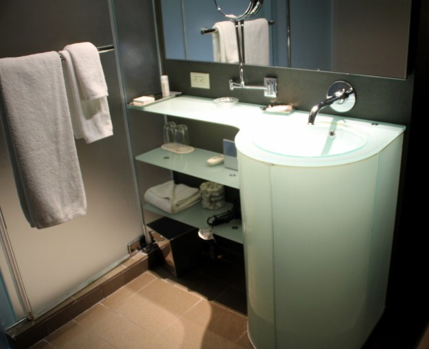 MGM Grand West Wing bathroom