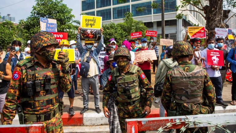 讲实话,歼-20和F-22的差距到底有多大?差距大到令人心疼