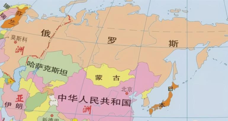6架停在马扎里沙里夫机场的飞机图自外媒