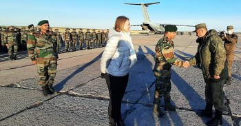 Russia, Sep 16 (ANI): Russian Armed Forces, Chief of Staff, Major General Ivan Tereschenko welcomes the Indian Army contingent as they participate in SCO 'Peaceful Mission' military exercise, in Orenburg on Thursday. (ANI Photo)