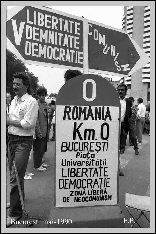 Kilometrul-Zero-al-Democratiei-Piata-Universitatii-1990-Foto-Emanuel-Parvu