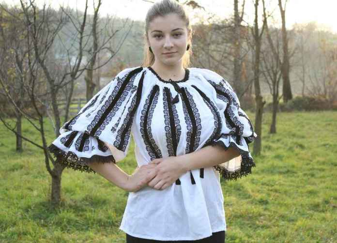 White-peasant-blouse-for-women-with-black-velvet-and-traditional-embroidery-924x667
