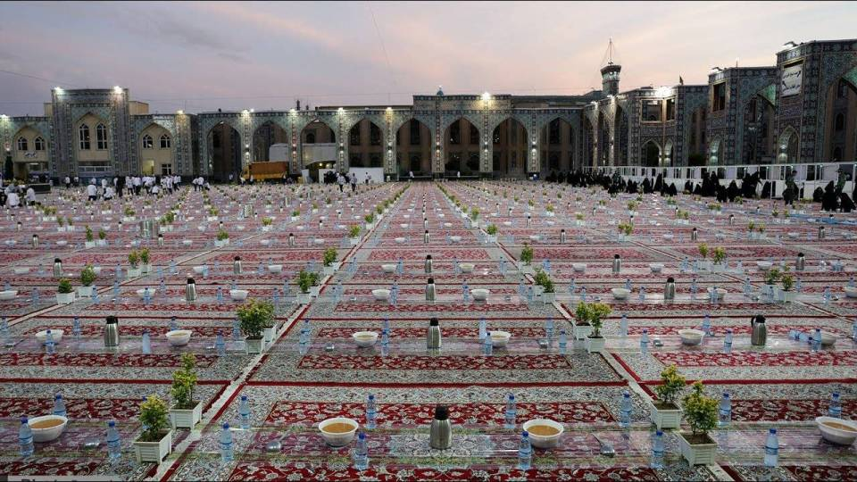 World's largest Iftar in the holy shrine of Imam Reza (AS)