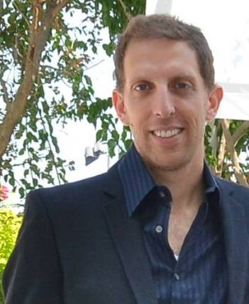 Dr. Yoav Fromer received his doctorate from the New School for Social Research. He teaches American History, Politics and Culture at Tel Aviv University.