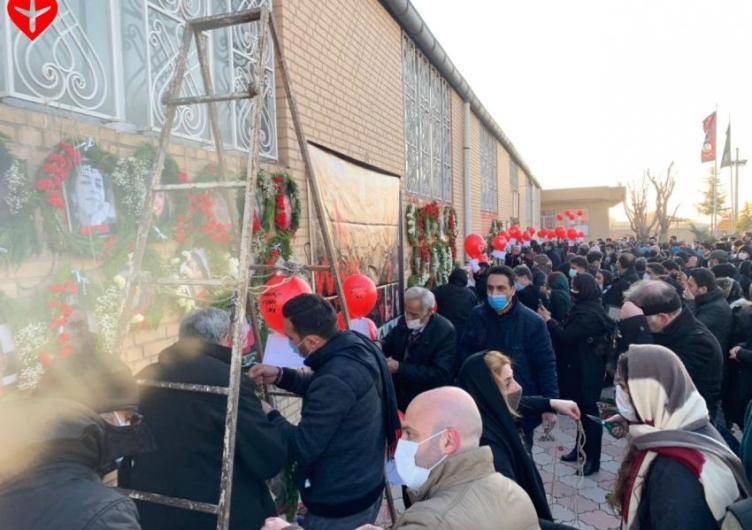 حضور خانواده جانباختگان هواپیمای اوکراینی در فرودگاه «امام خمینی» و محل  انهدام هواپیما | ایران اینترنشنال