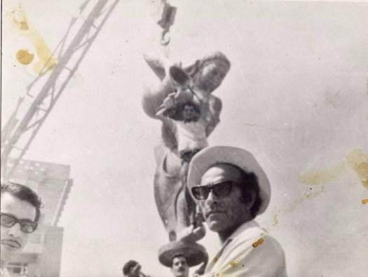 محمد غني حكمت - عند وضع نصب كهرمانه في نهاية الستينات