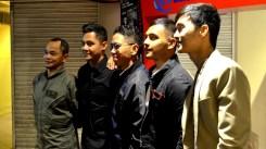 Ang bumubuo sa Esprit de Corps (mula kanan): Lharby Policarpio, Sandino Martin, director Kanakan-Balintagos, J.C. Santos, at Garry Lim.