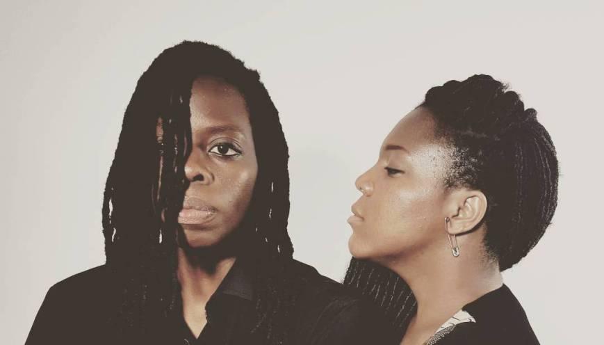 La chanteuse togolaise Noire Velours et La mannequin androgyne et motarde togolaise Alex Sef