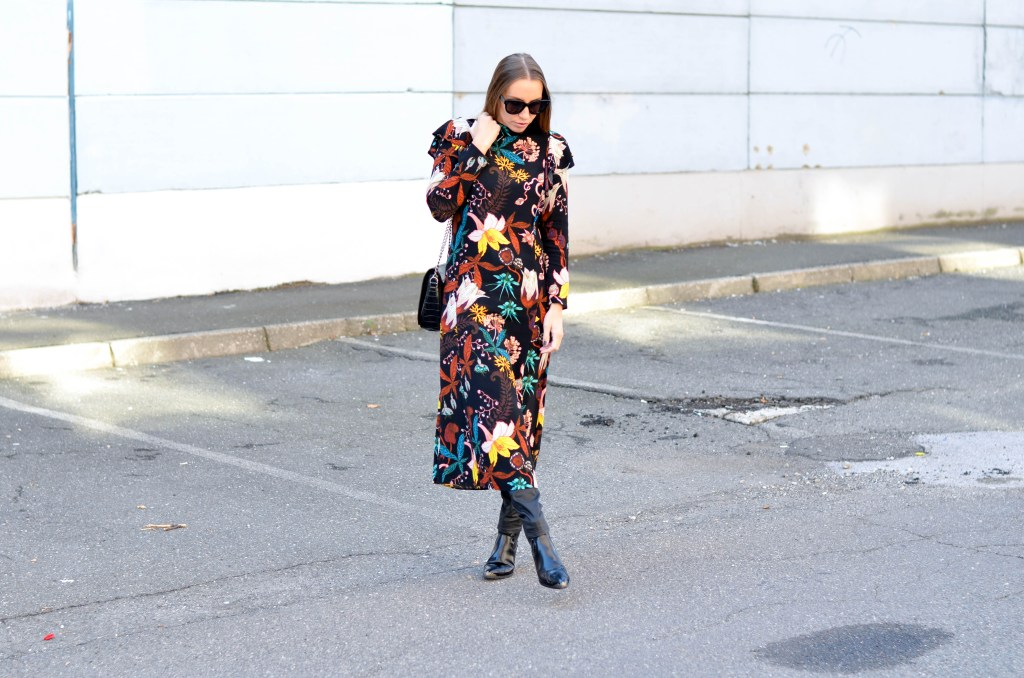 Style of the day - floral dress over black-coated jeans. How to style a floral dress over pants.