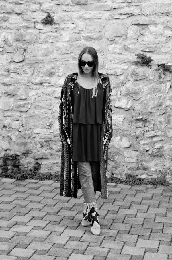 Style of the day - white stripes baby! How to style a long coat with jeans and a dress.
