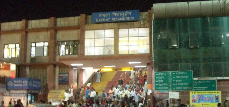 04412 Hazrat Nizamuddin-Manmad Superfast AC Express