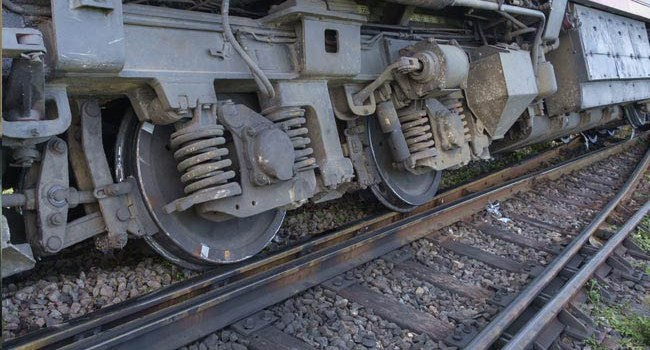 18477 Puri-Haridwar Utkal Express derail near Khatauli UP helpline details