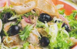 Ensalada de pollo y aceitunas negras