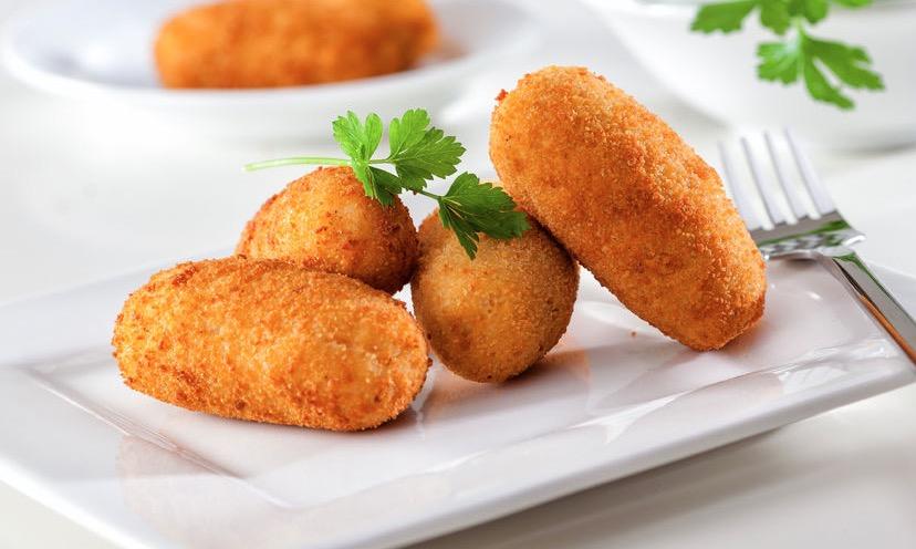 Croquetas caseras de pollo rellenas de queso