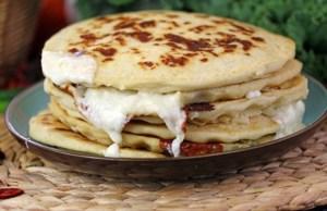 Tortita-salvadoreña-de-frijoles-con-queso
