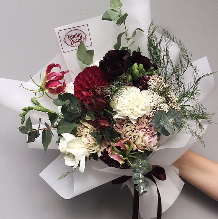 Красивый букет на свадьбу в подарок молодоженам фото