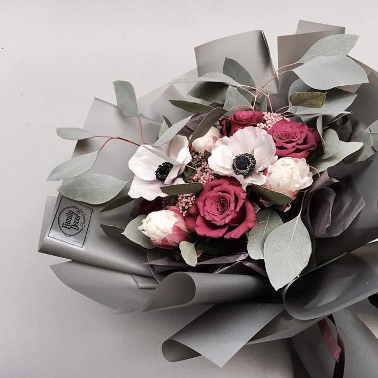 Какие и сколько цветов подарить невесте, цветов радужном