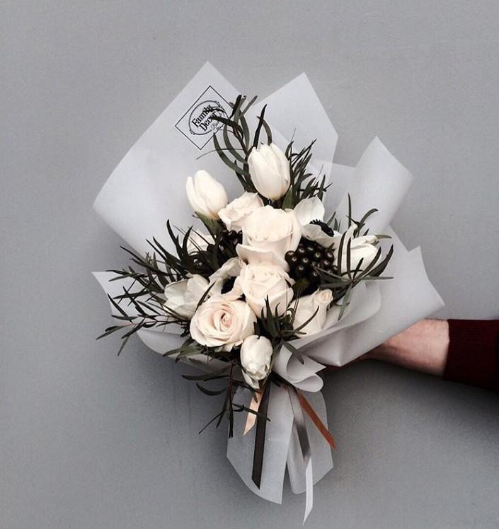 букеты цветов на свадьбу в подарок одной версий