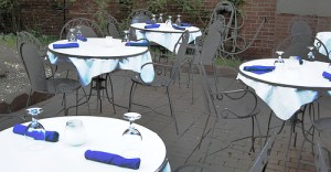213078816 18e4821112 - cafe tables