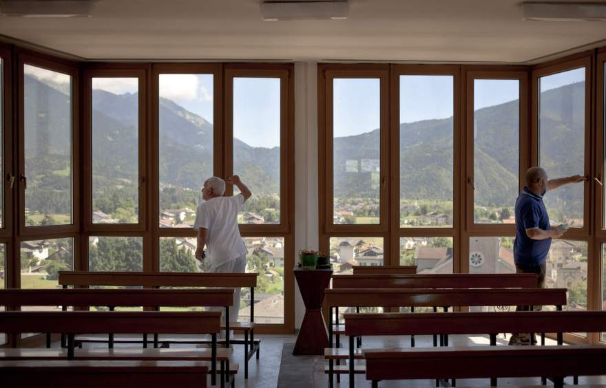Lamon, veduta dall'interno della cappella del Centro di riabiitazione dell'ULSS 2 di Belluno