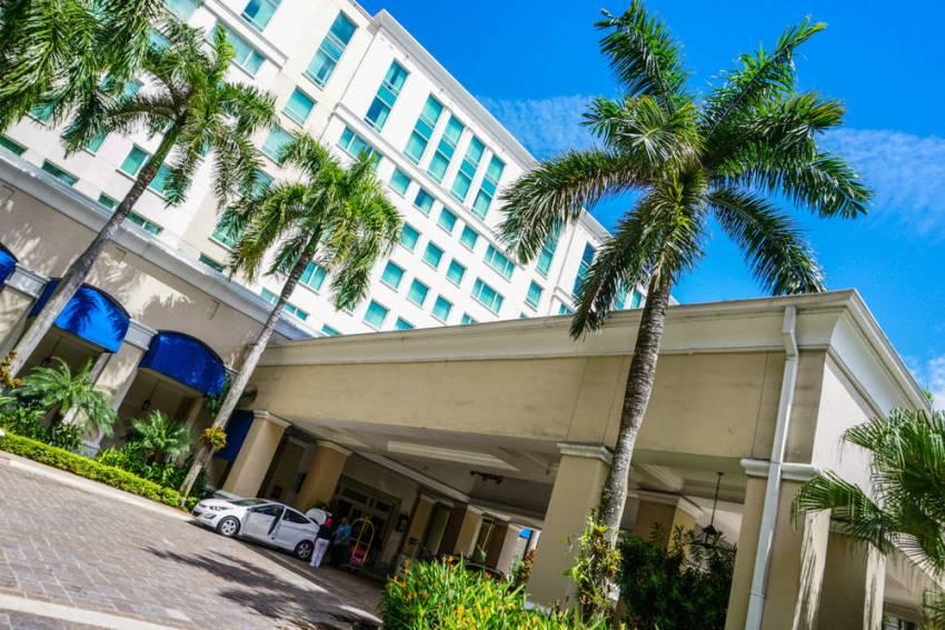 Ritz-Carlton-Four-Seasons-2