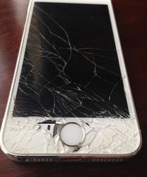 Ouch in Shibuya! Cracked iPhone 5S Screen