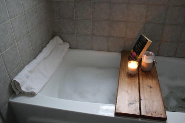 DIY Wood Bath Caddy
